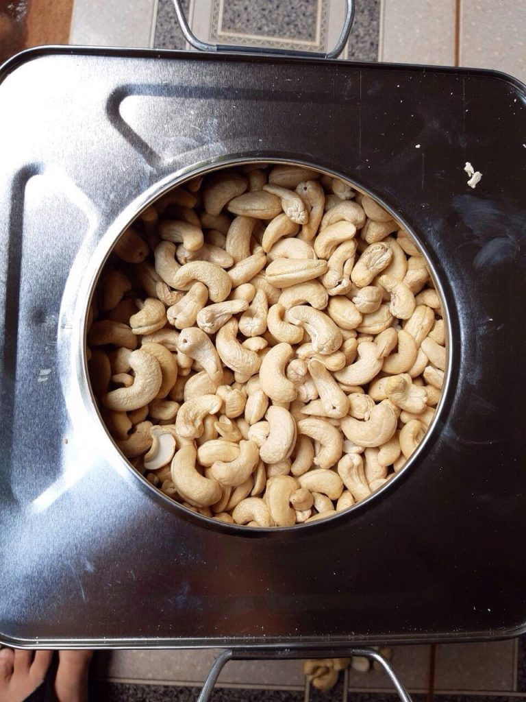 The best price cashew nut in Vietnam, WW320 cashew nut in Tin 10kgs x 2 in carton