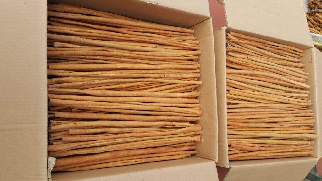 Vietnam Cinnamon Stick Long 40-50cm. We cut the Cinnamon Stick to different sizes 6cm-7cm-8cm-10cm-30cm-40cm